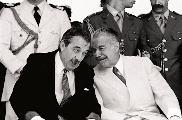 Alfonsín (left) and Sarney built enough trust to withstand leaks and other tensions.