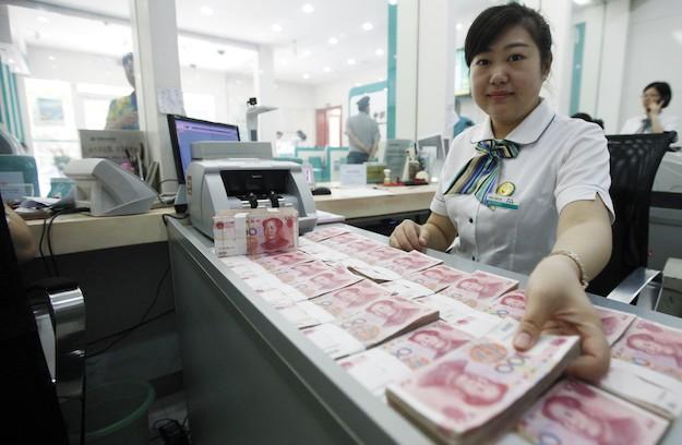 Bank teller counts renminbis