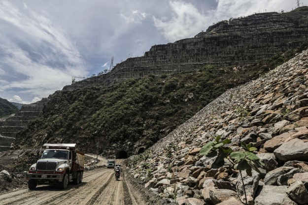 colombia_road_top